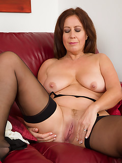 Mature Pictures Featuring 47 Year Old Carol Foxwell From AllOver30