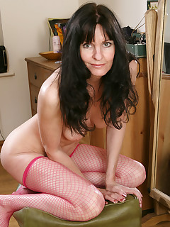 Over 30 MILF - AllOver30.com - Featuring Scarlett D from Midlands,UK