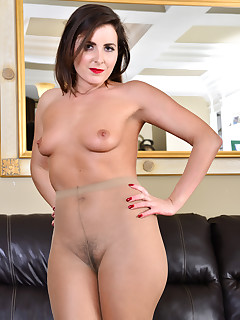 Anilos.com - Freshest mature women on the net featuring Anilos Helena Price gallery mature