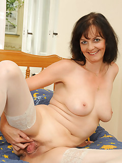 Anilos.com - Freshest mature women on the net featuring Anilos Renie mature swinger