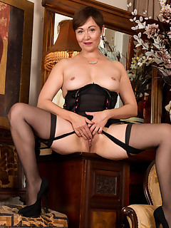 Anilos.com - Freshest mature women on the net featuring Anilos Kitty Creamer horny milf