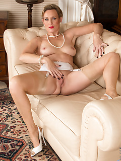 Anilos.com - Freshest mature women on the net featuring Anilos Mrs Huntingdon Smythe free anilos moms