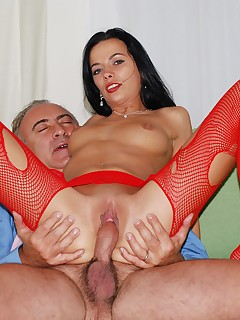 Jim Slip - UK Street Slut: Bea Stiel