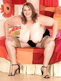 XL Girls - Big & Bold - Karen Udders (47 Photos)