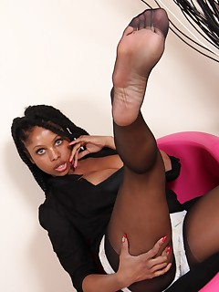 Free pictures from Nylon Feet Love: Hosed feet lovers heaven