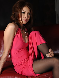 Sexy ass Runa Sesaki exposes her big boobs | Japan HDV