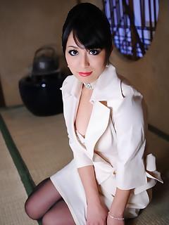 Elegant Asian chick Nana Kunimi shows off | Japan HDV
