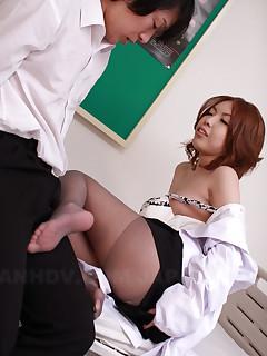 Asian gal Nahomi Asakura sucks a fine pecker | Japan HDV