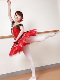 Busty Asian ballerina Ririka Suzuki shows off | Japan HDV