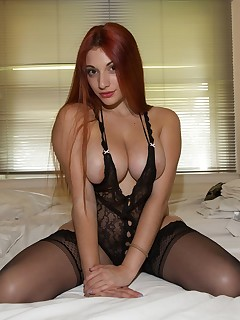 Redhead with perfect natural tits - Pichunter