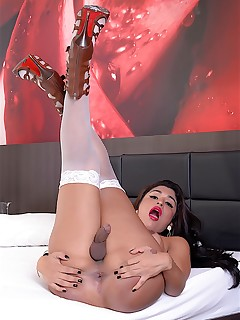 shemale slut roberta lins naked transsexual girl photos silicon tits